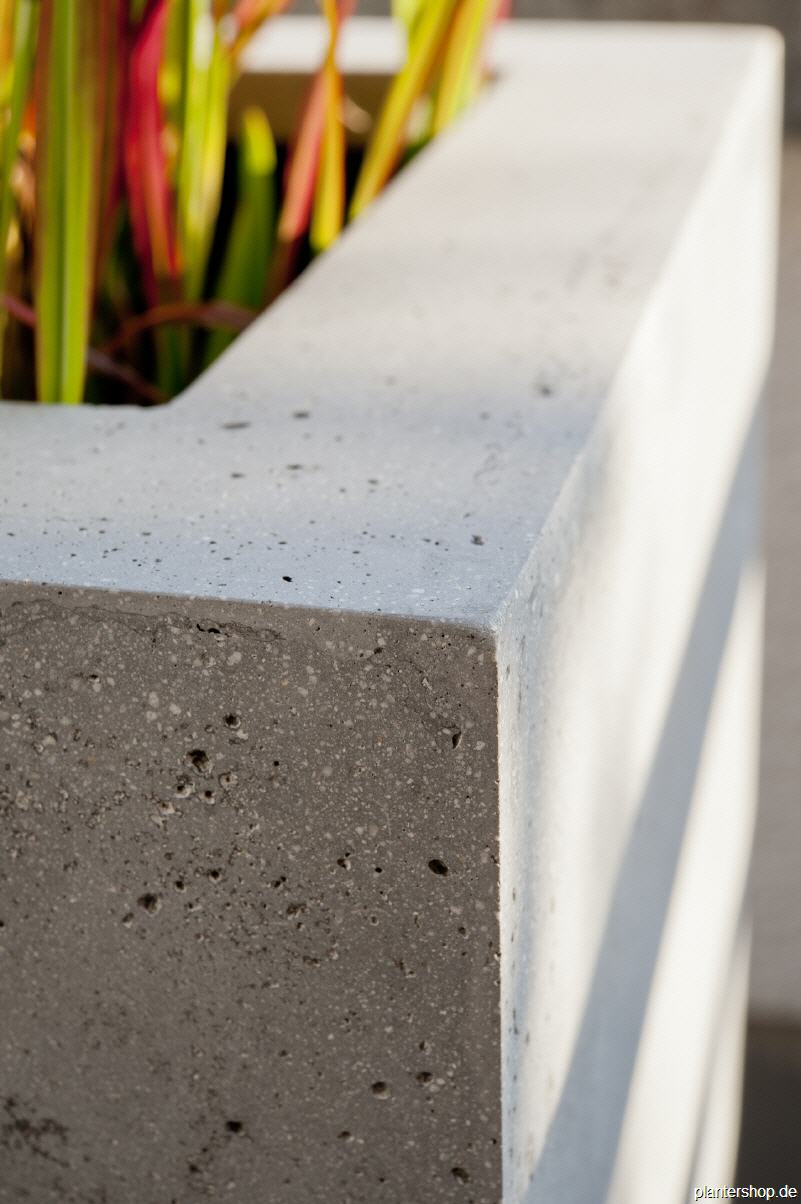 Pflanzkübel, Blumenkübel, Pflanzgefässe in Beton- oder Sandsteinoptik